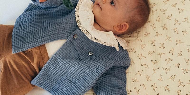 Vestes bébé en coton et finitions 100% bio - élégance et qualité