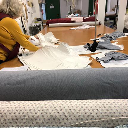 atelier espagnol qui confectionne les vêtements risu risu en coton bio pour bébés et enfants